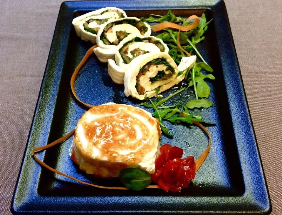 Ricotta con marmellata di pomodori e sfoglia di mozzarella ripiena